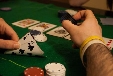 Угадываем карты соперников в покере
